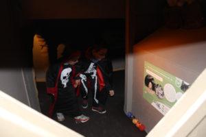 Les enfants fêtes Halloween à la Pyramide Du Loup